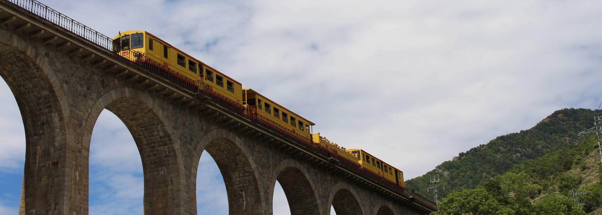 train jaune pont séjourné