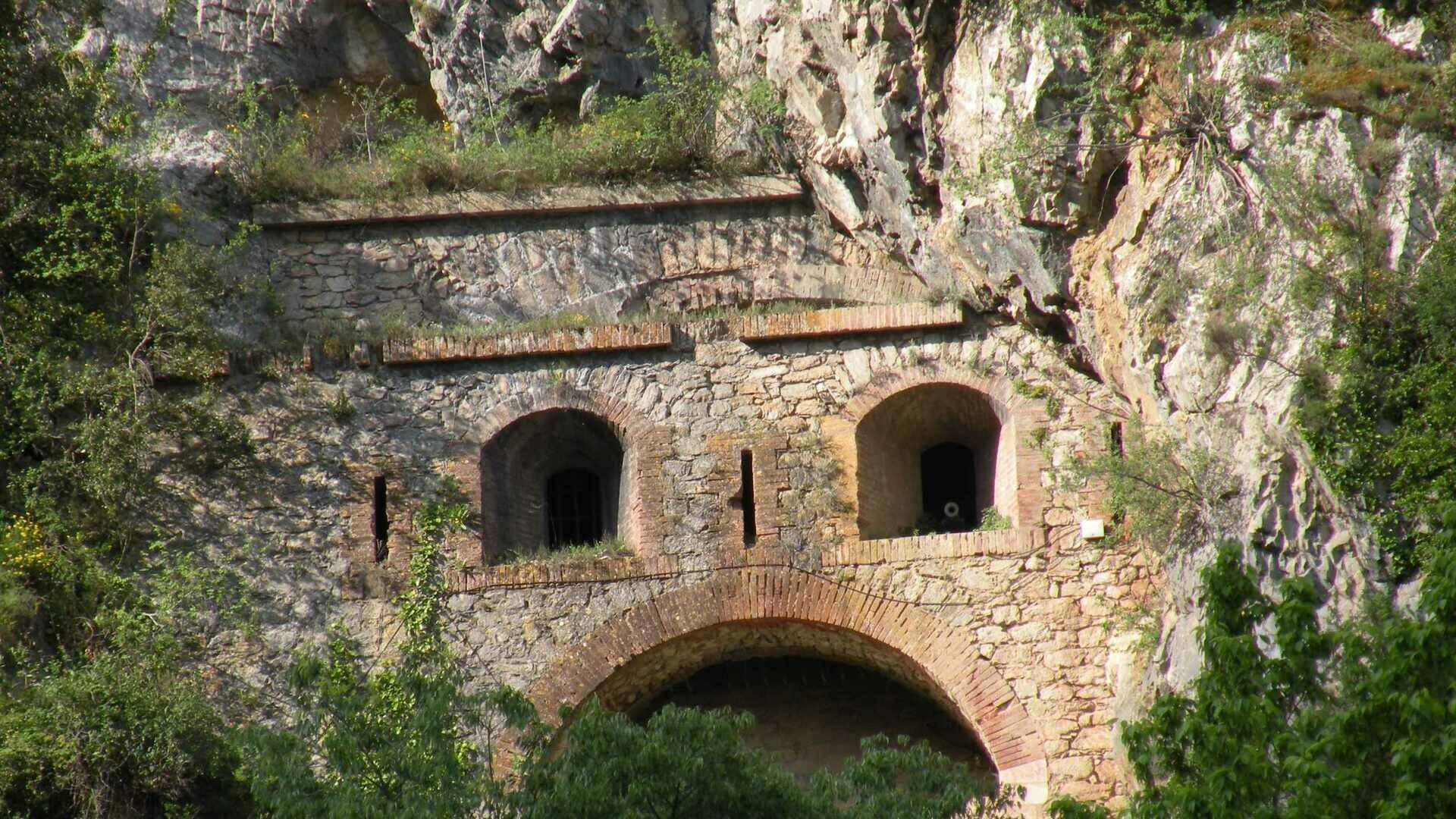 Cova bastera caves