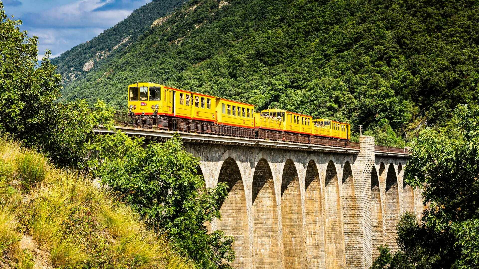 Yellow train pont séjourné